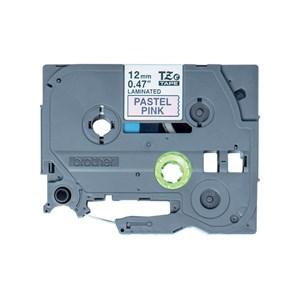 TZe-MQE31 printer sort tekst på lyserød lamineret tape